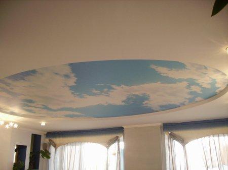 Натяжной потолок в гостиной (небо)