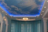 Комбинированный натяжной потолок в студии