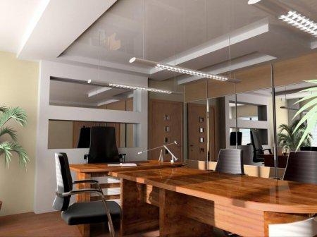 Офис с глянцевым белым потолком