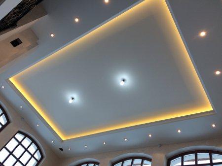 Парящий потолок в офисе