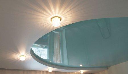 Полукруглый натяжной потолок в спальне