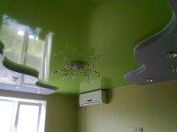 Разноцветный натяжной потолок для спальни