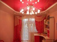 Розовый натяжной потолок для детской