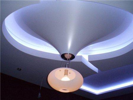 Сатиновый натяжной потолок в виде конуса