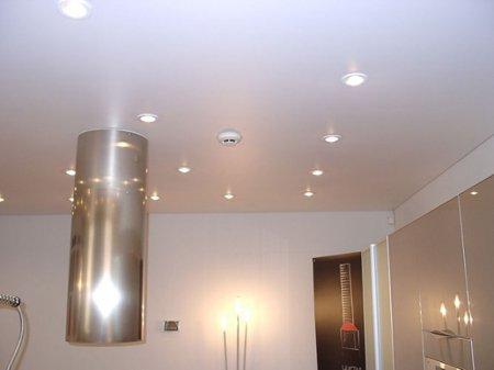Сатиновый одноуровневый натяжной потолок