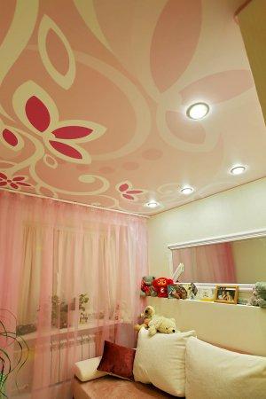 Сатиновый потолок в детской с фотопечатью