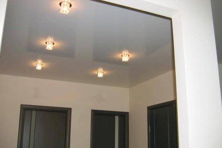 Серый натяжной потолок для прихожей