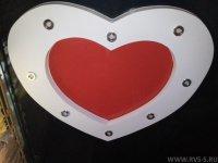 Спальня с натяжным потолком в форме сердца