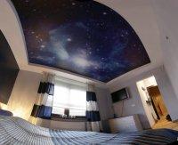 """Спальня с натяжным потолком """"звездное небо"""""""