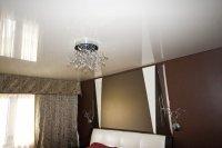 Спальня с одноуровневым натяжным потолком