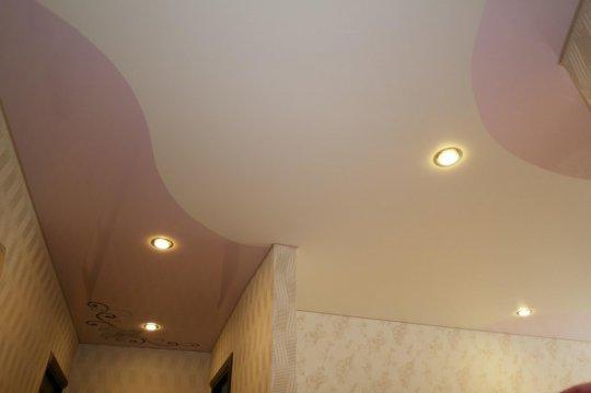 Студия с глянцевым потолком