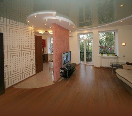 Студия с многоуровневым натяжным потолком
