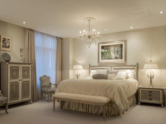 Тканевый натяжной потолок для спальни