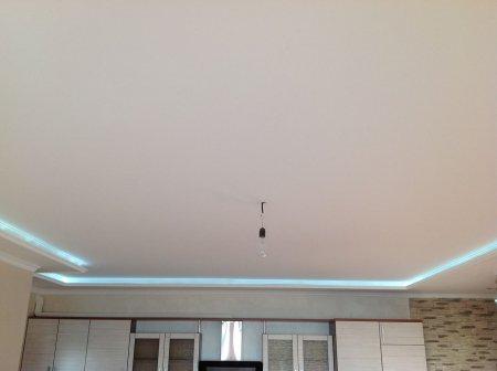 Тканевый натяжной потолок в кухне