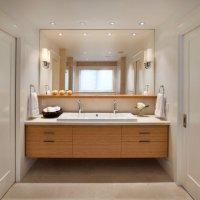 Ванная комната с сатиновым белым потолком