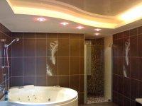 Ванная с многоуровневым натяжным потолком