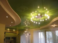 Зеленый натяжной потолок для студии