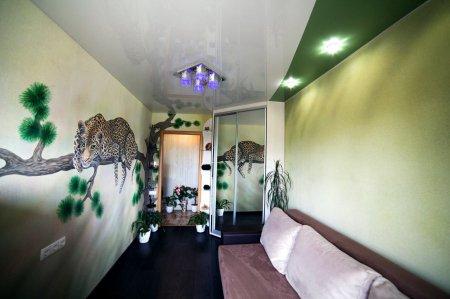 Зеленый натяжной потолок в детской