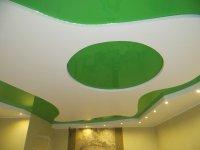Зеленый натяжной потолок в студии