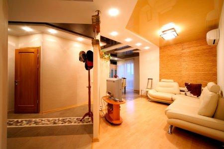 Желтый потолок в студии